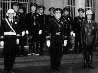 1962. La riada marcó el inicio de un cambio importante tanto en la ciudad como en el cuerpo de seguridad. La industria determinó el crecimiento de la población y en 1967, la plantilla de la Policía Local pasó a estar formada por cinco agentes diurnos, siete vigilantes nocturnos (serenos), un policía de tráfico y otro de motorizado.