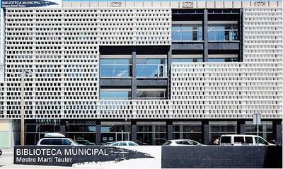 Fachada biblioteca logo punts de llibre 2020